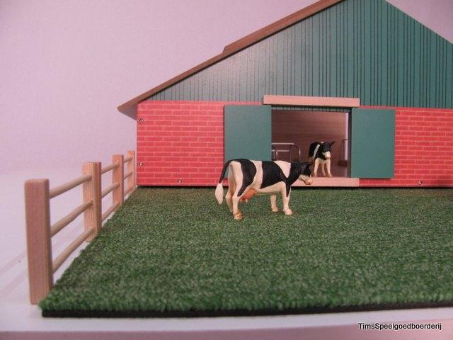 Siku stal met grasland en koeien